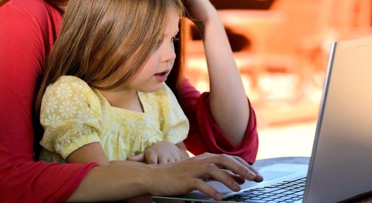 Aulas à distância na era digital, no atual cenário. Como planejar aulas a fim de que o nosso trabalho com crianças tão pequenas seja produtivo?