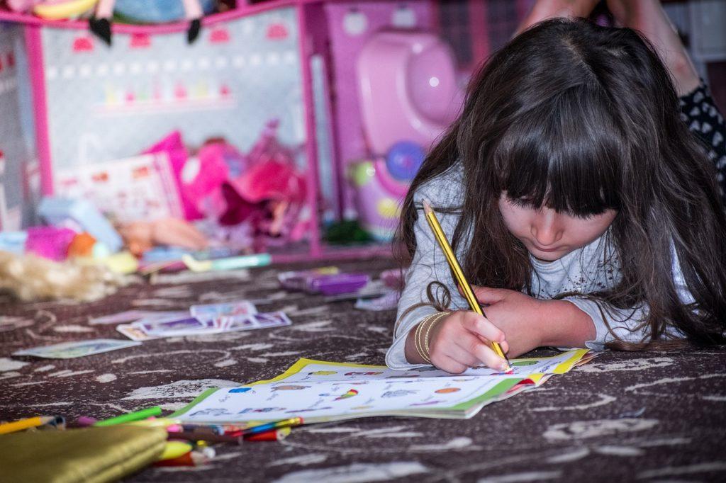 Alfabetização e letramento na educação infantil. Mas então, como realizar um trabalho afim de desenvolver leitores e escritores competentes?